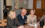 Margarethe, Salvatore und Anette bei der Weindegustation in der Weinremise