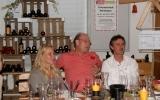 Christine, Giorgo und Werner bei der Weindegustation in der Weinremise