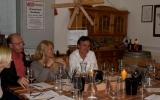 Anette, Giorgo, Christine und Werner bei der Weindegustation in der Weinremise